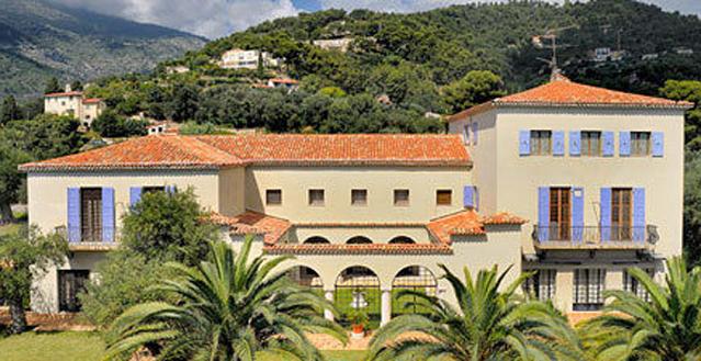 Stylish Seaside Villa of late Style