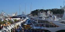 Show booths and yachts lined Quai de L'Hirondelle