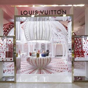 dezeen_Louis-Vuitton-and-Kusama-concept-store-at-Selfridges_square