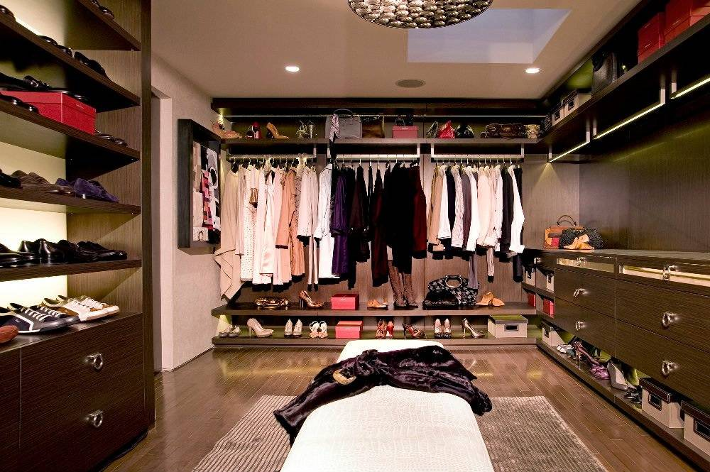 Trending bespoke walk in closets haute residence for Cost to build walk in closet