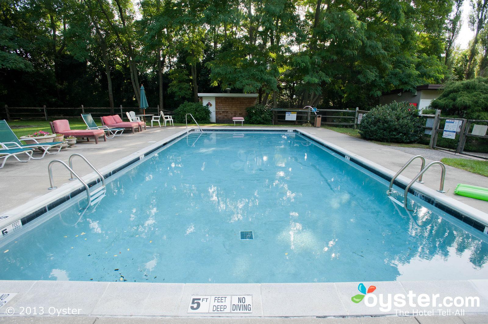 pool--v998735-28-1600