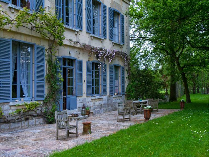 Catherine Deneuve Chateau Side