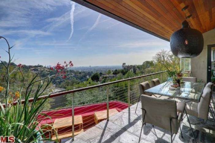 Eva Mendes Property View