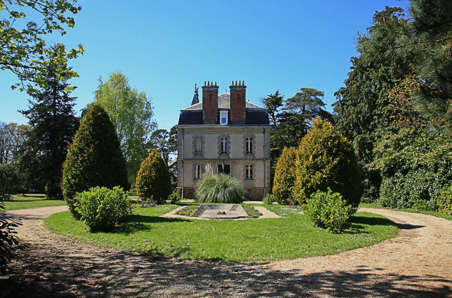 France Chateaux Morbihan - Sotheby's International Realty