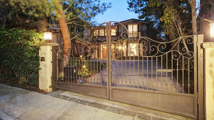 Sarah Michelle Gellar and Freddie Prinze Jr. Gated Home