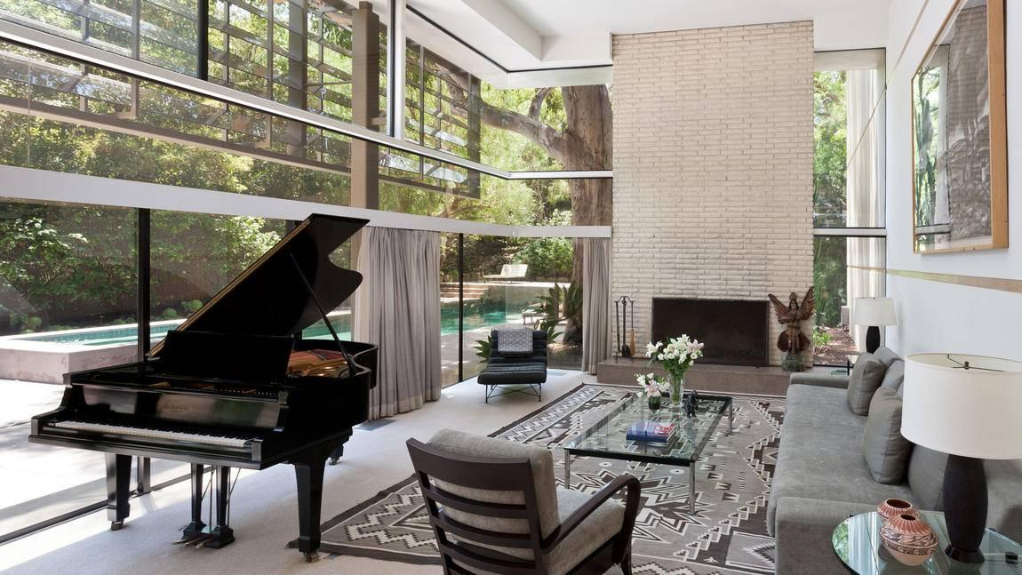 Contemporary LA Home Has Ties to Errol Flynn
