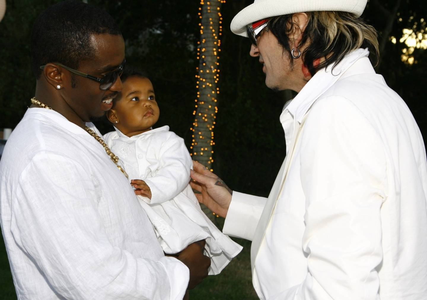 Diddy and his daughter chat with musician Tommy Lee at A-List White Party.