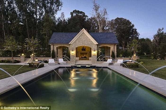 Kimye Pool Fountains