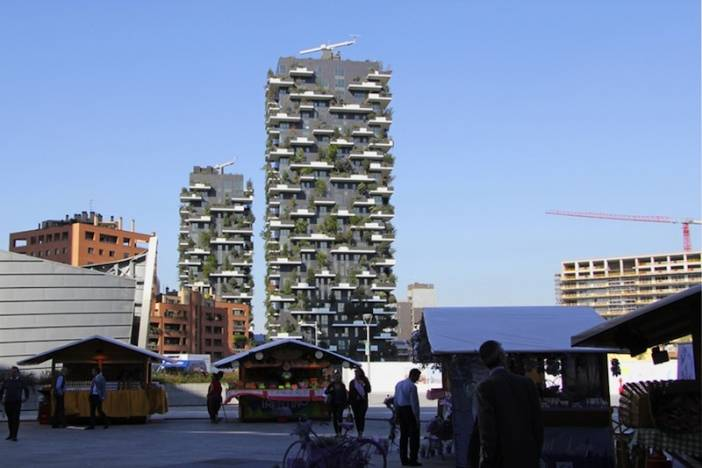 2_bosco-verticale_view from across district