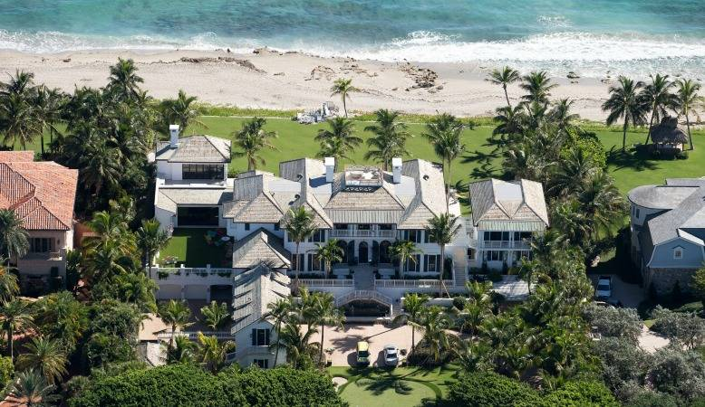 Elin nordegren 39 s palm beach mansion 39 putts 39 life after Images of tiger woods house