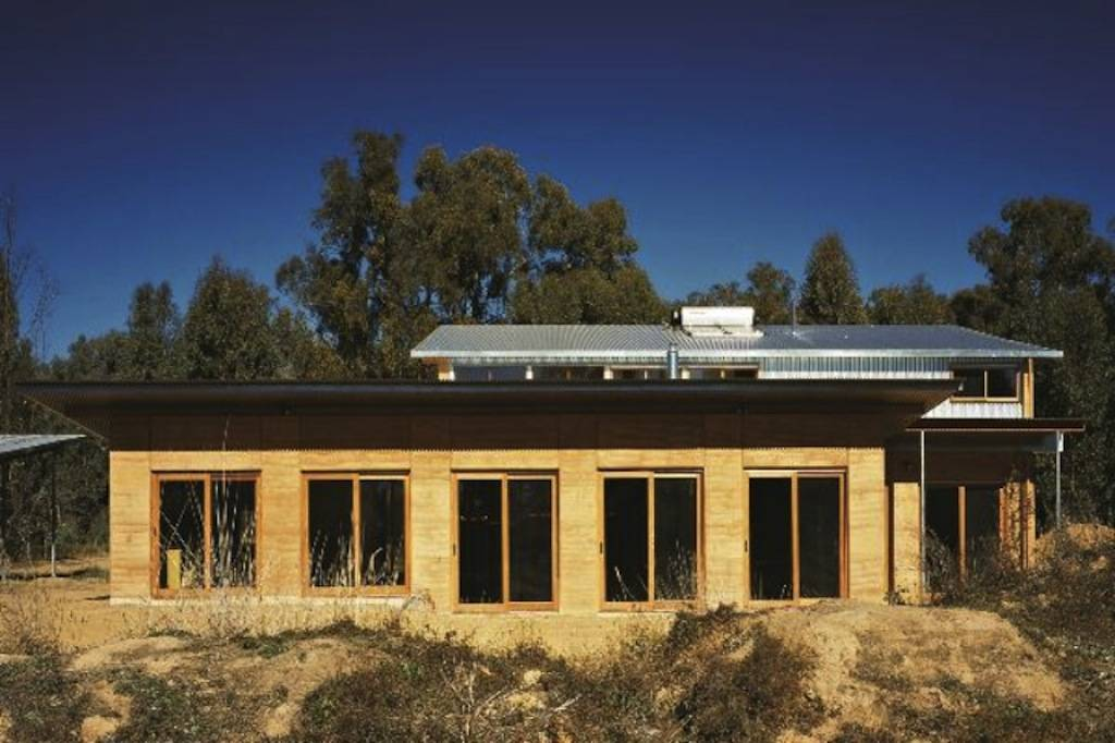 Rammed Earth House by Steffen Welsch Architects