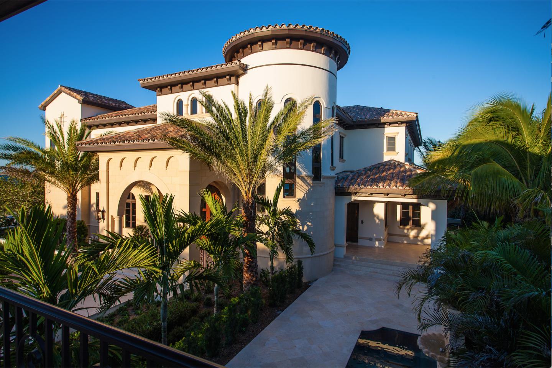 Splendida Dimora is a European-inspired residence that overlooks more than 155 feet of private beachfront.