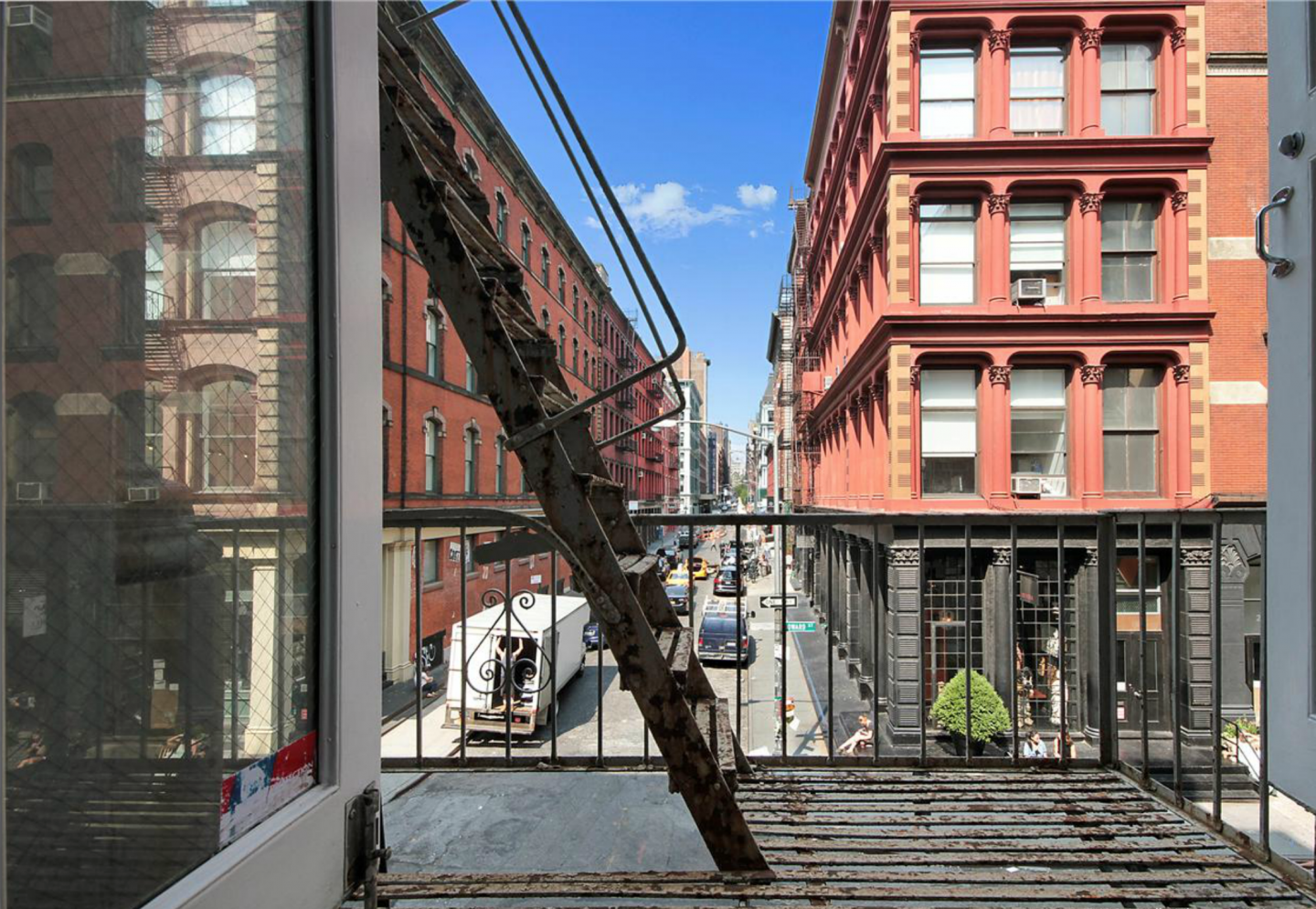 Built in 1915, Jonah Hill's listed apartment occupies the second floor of a boutique cast iron building overlooking Crosby Street and all of its fashionably gorgeous pedestrians.