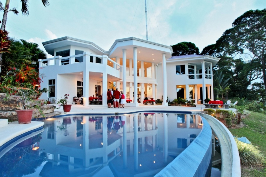 5 spectacular homes for sale in costa rica for Houses for sale pool