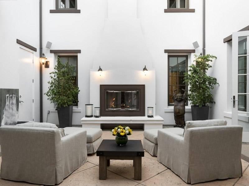 Bret-Michaels-courtyard-0e1247