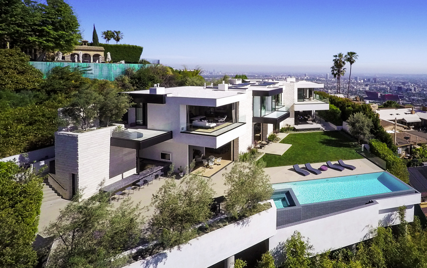 Own this ultra sexy bird streets mansion for 38 million for Ultra modern homes for sale