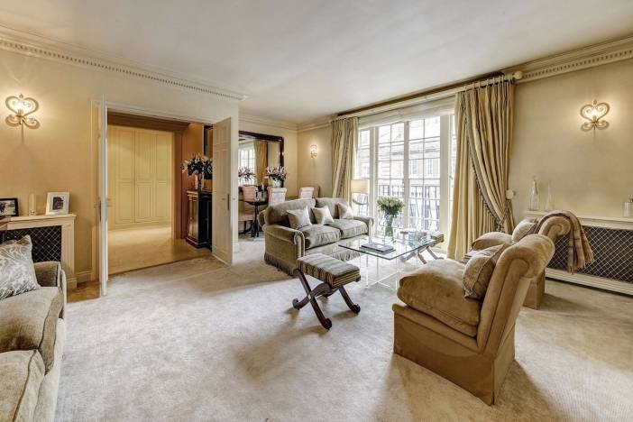 PAY-Onassis-familys-flat-3