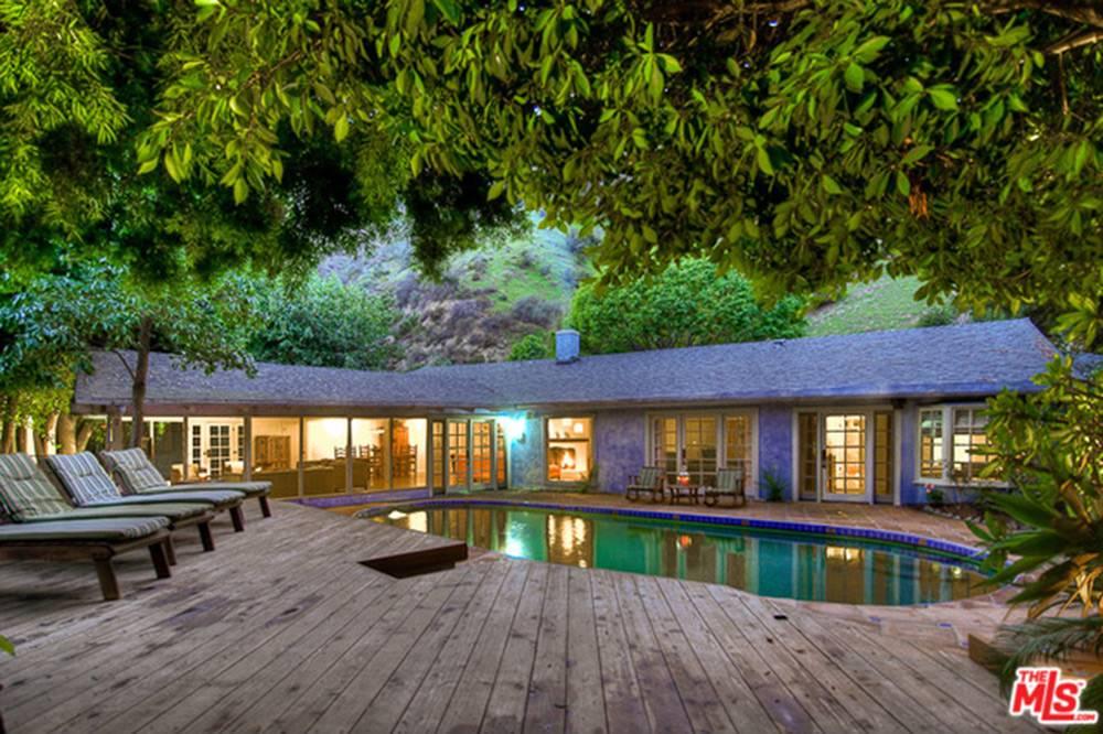 July2015-Trulia-Rent-Salma-Hayek's-Hollywood-Hills-Hideaway-Pool