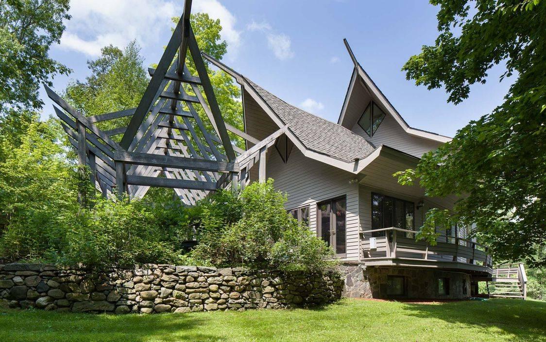 Paradise in Wampus Lake Estates