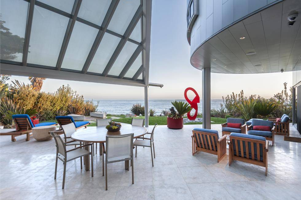 MALIBU'S ART BEACH HOME!