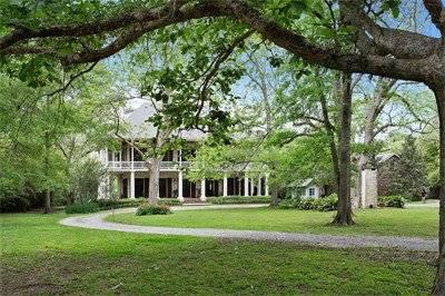 Old World Colonial Louisiana Plantation