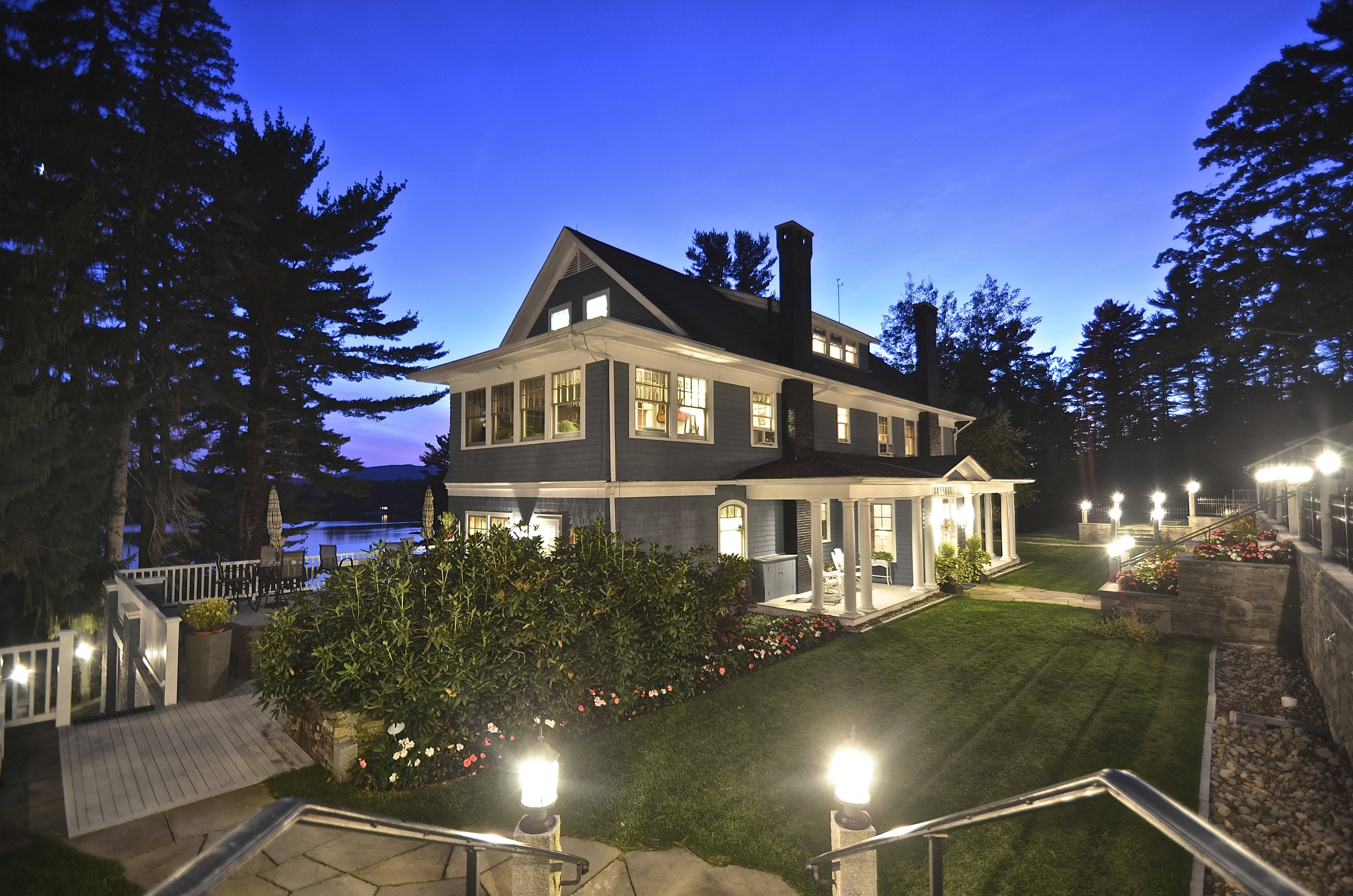 3 lavish lake houses for sale for Building a lake house