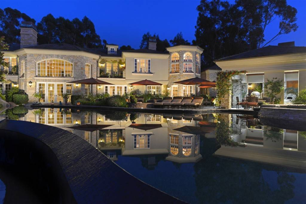 awe-inspiring-french-chateau-style-estate