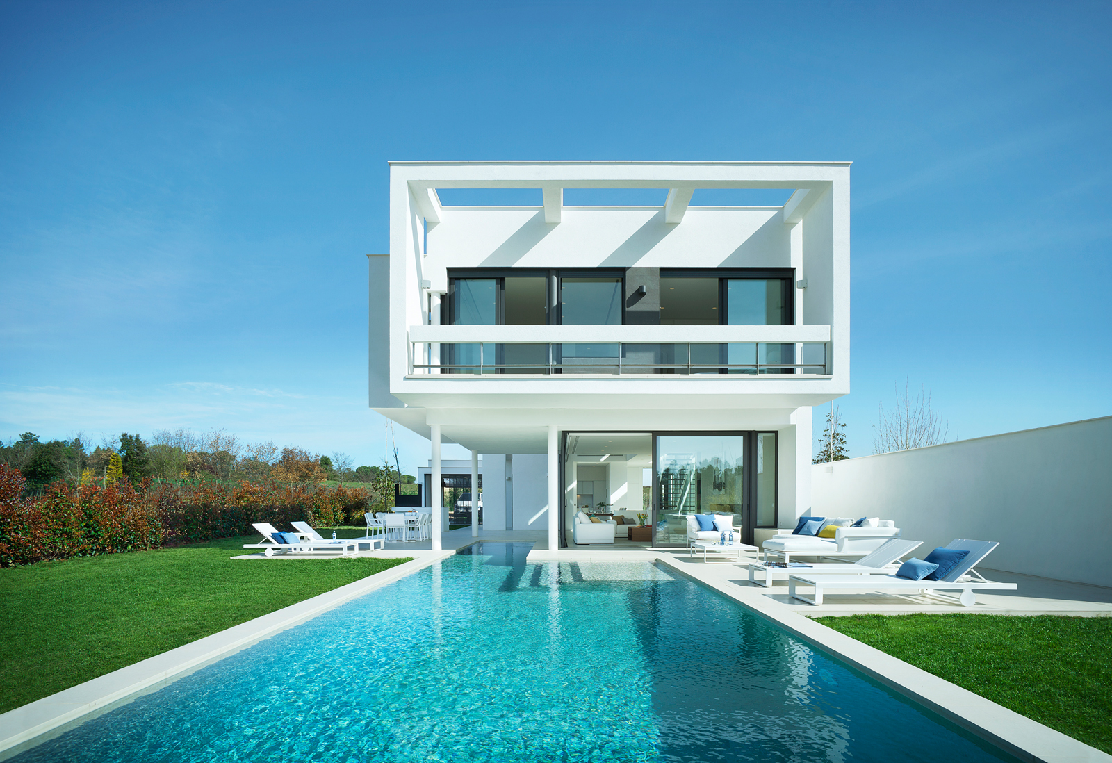 In spain and portugal golf resorts up their game with for Villa de luxe design