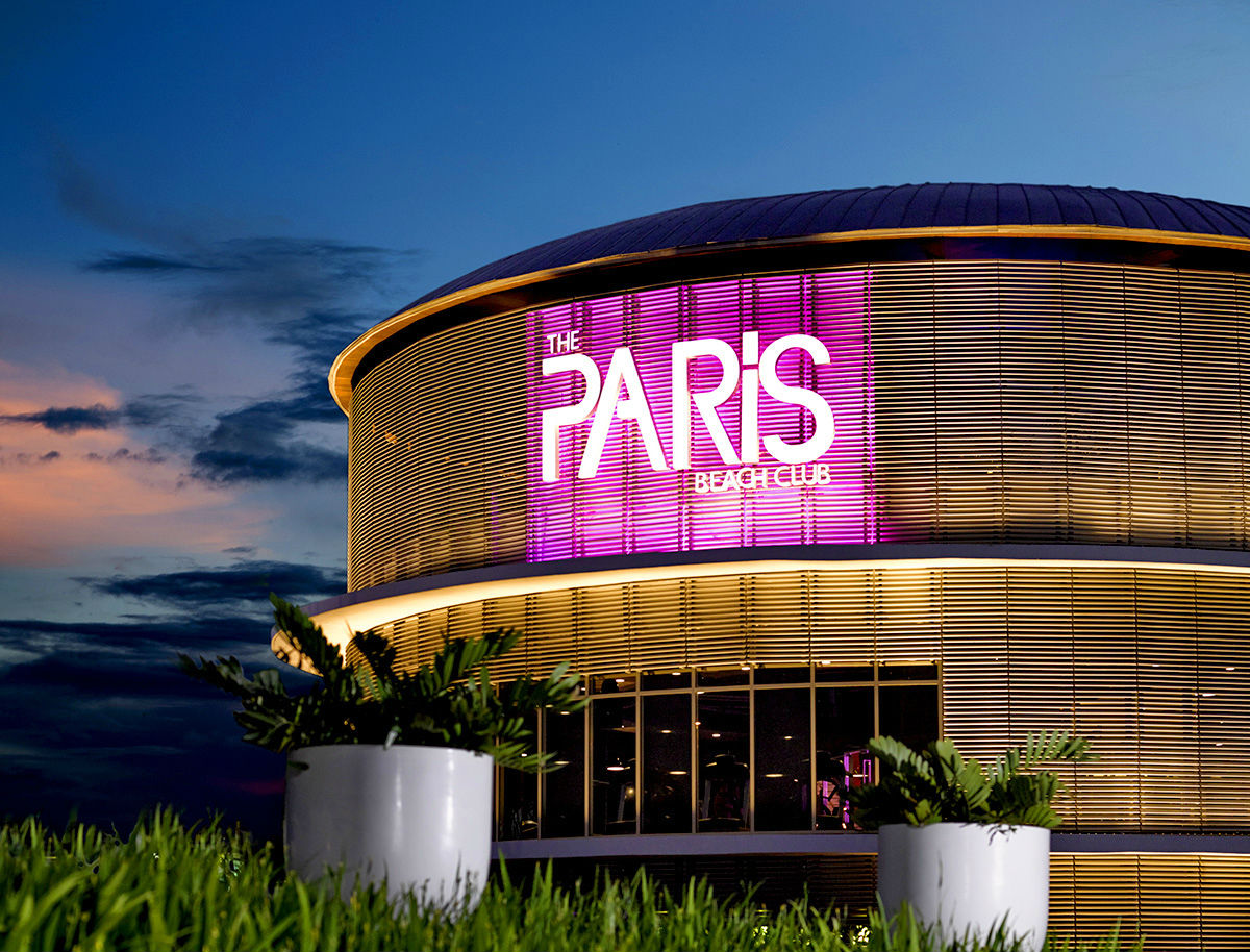 Paris hilton to open luxury hotels in new york las vegas for Top hotels in dubai 2016
