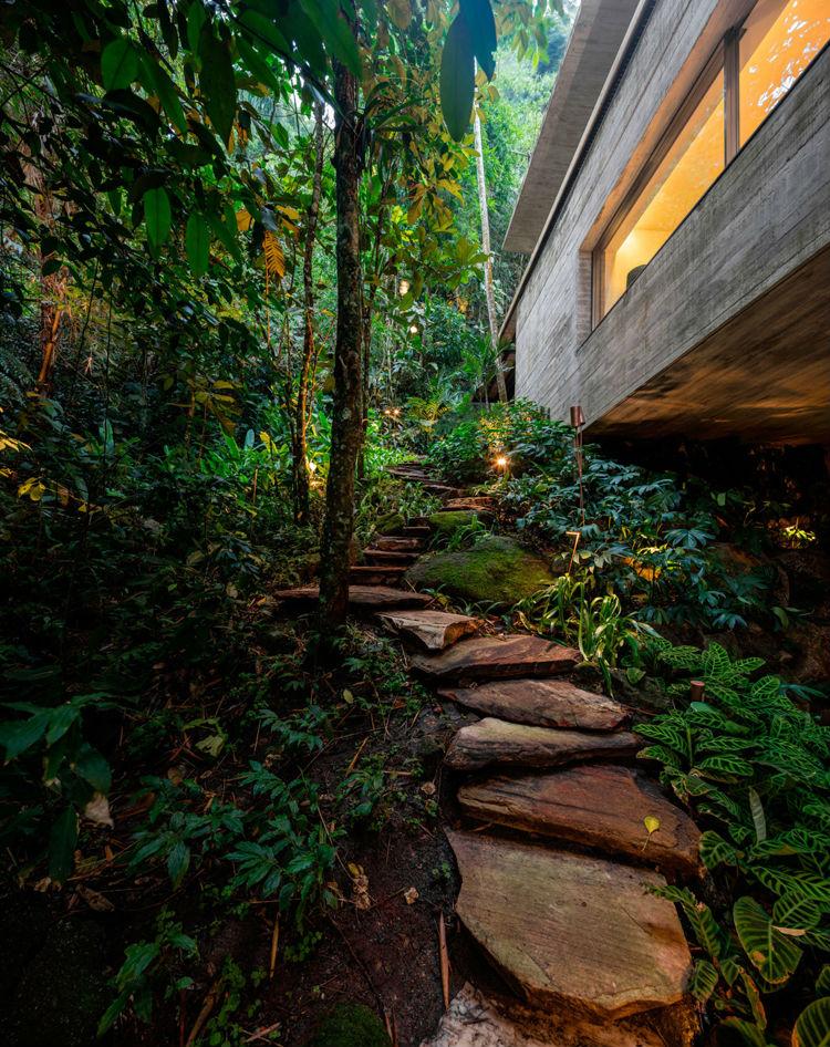 jungle-house-by-studio-mk27-brazil-photo-by-Fernando-Guerra-29