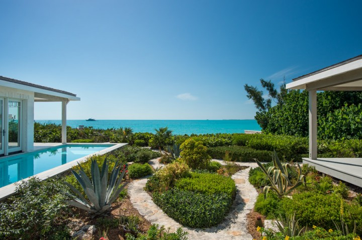 turks-and-caicos-jasperhouse-rear-garden-e1457462575964