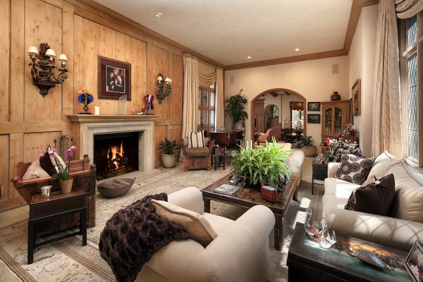 """""""The Harry Warner Estate"""" is owned by Harry Warner, founder of Warner Bros Studios"""