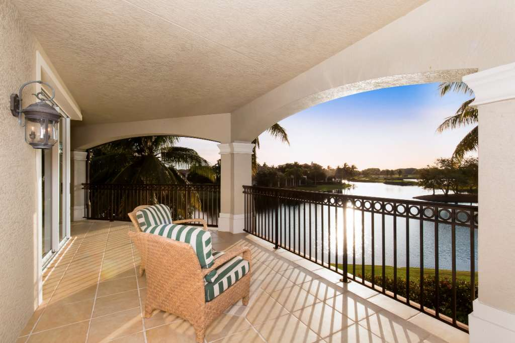 1641 CHINABERRY WAY NAPLES, Florida 34105 FL