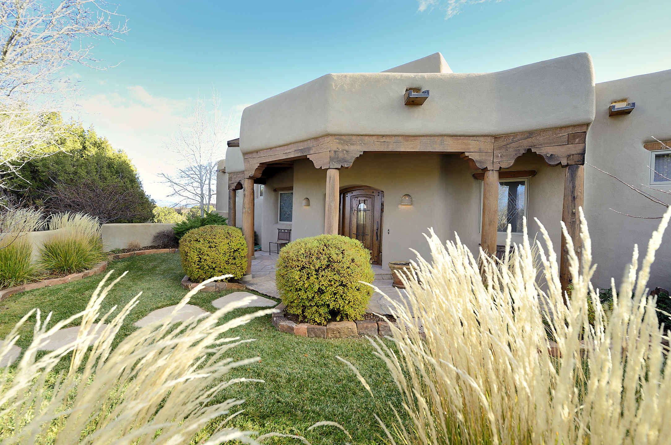 Stunning Santa Fe Home In The Gated Golf Community Of Las
