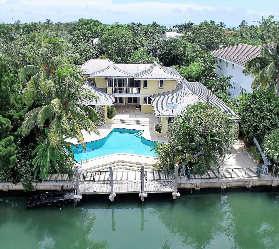 Waterfront Homes: An Exceptional Key Biscayne Waterfront Home