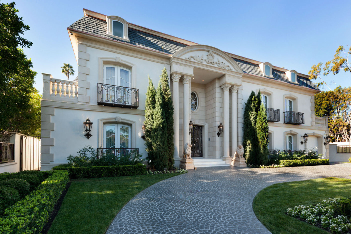 A magnificent beverly hills residence exuding grandeur for Luxury homes for sale in beverly hills
