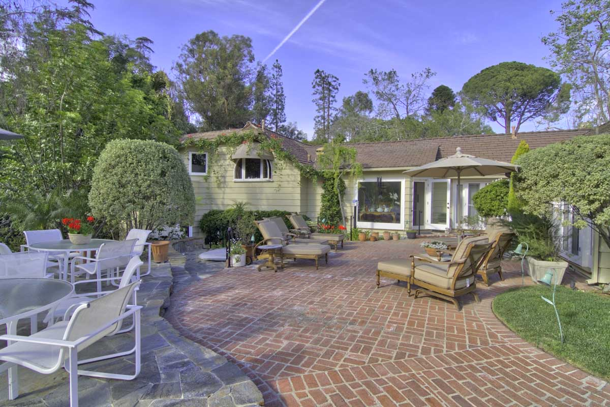 Immaculate Traditional Style La Home