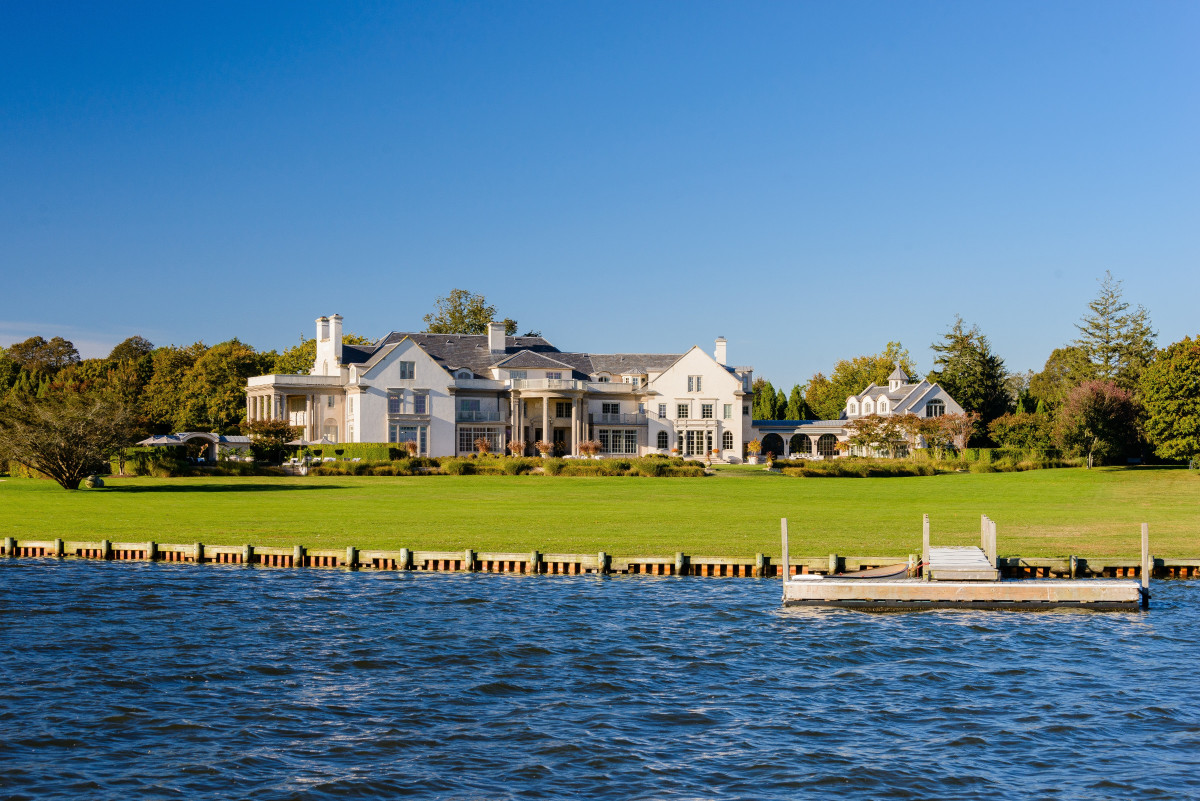 This summer 39 s most expensive hamptons home is asking 72m for Most expensive homes in the hamptons