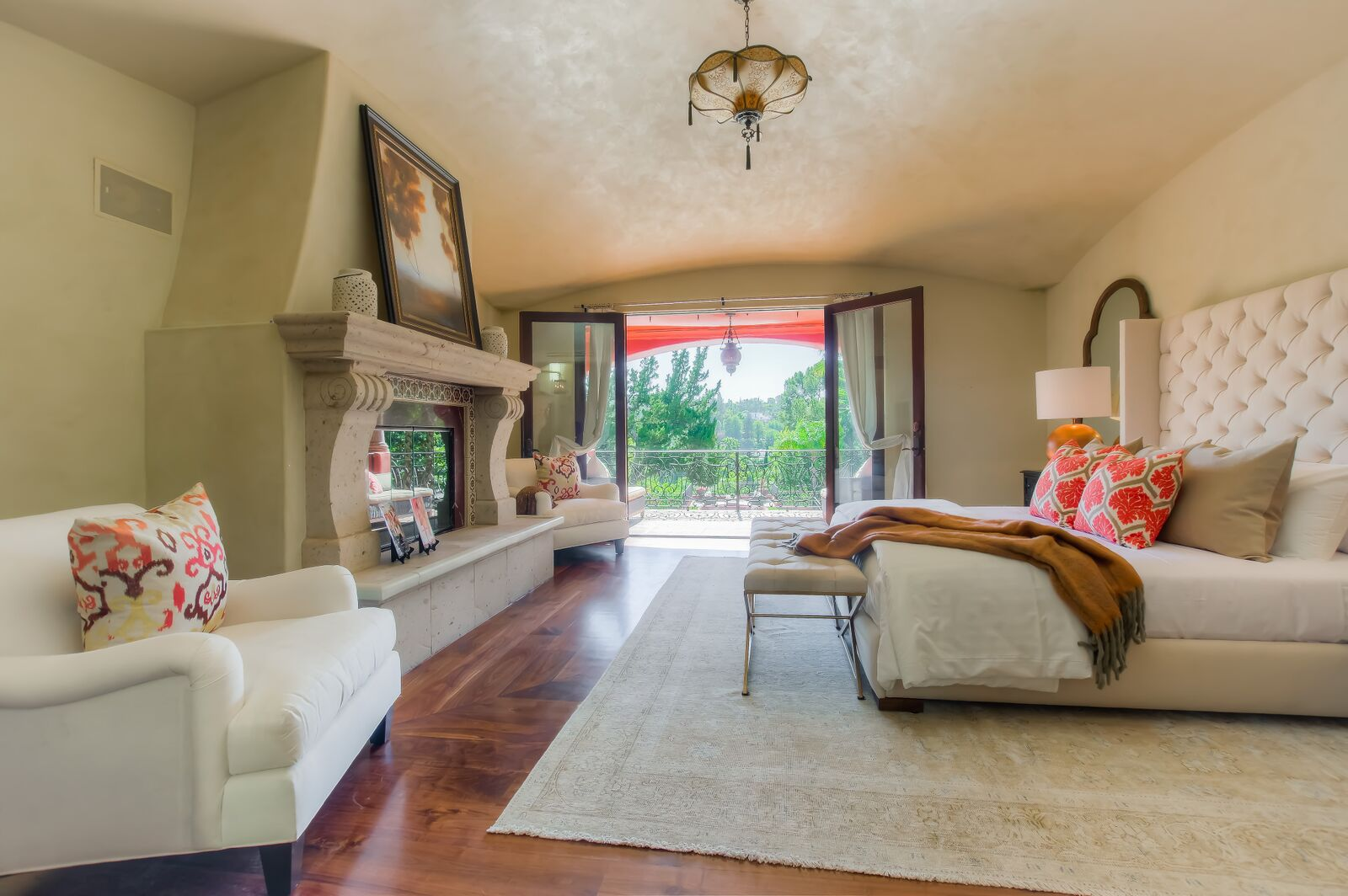 Latina actress alex meneses s spanish style home is for - Everybody loves raymond bedroom set ...