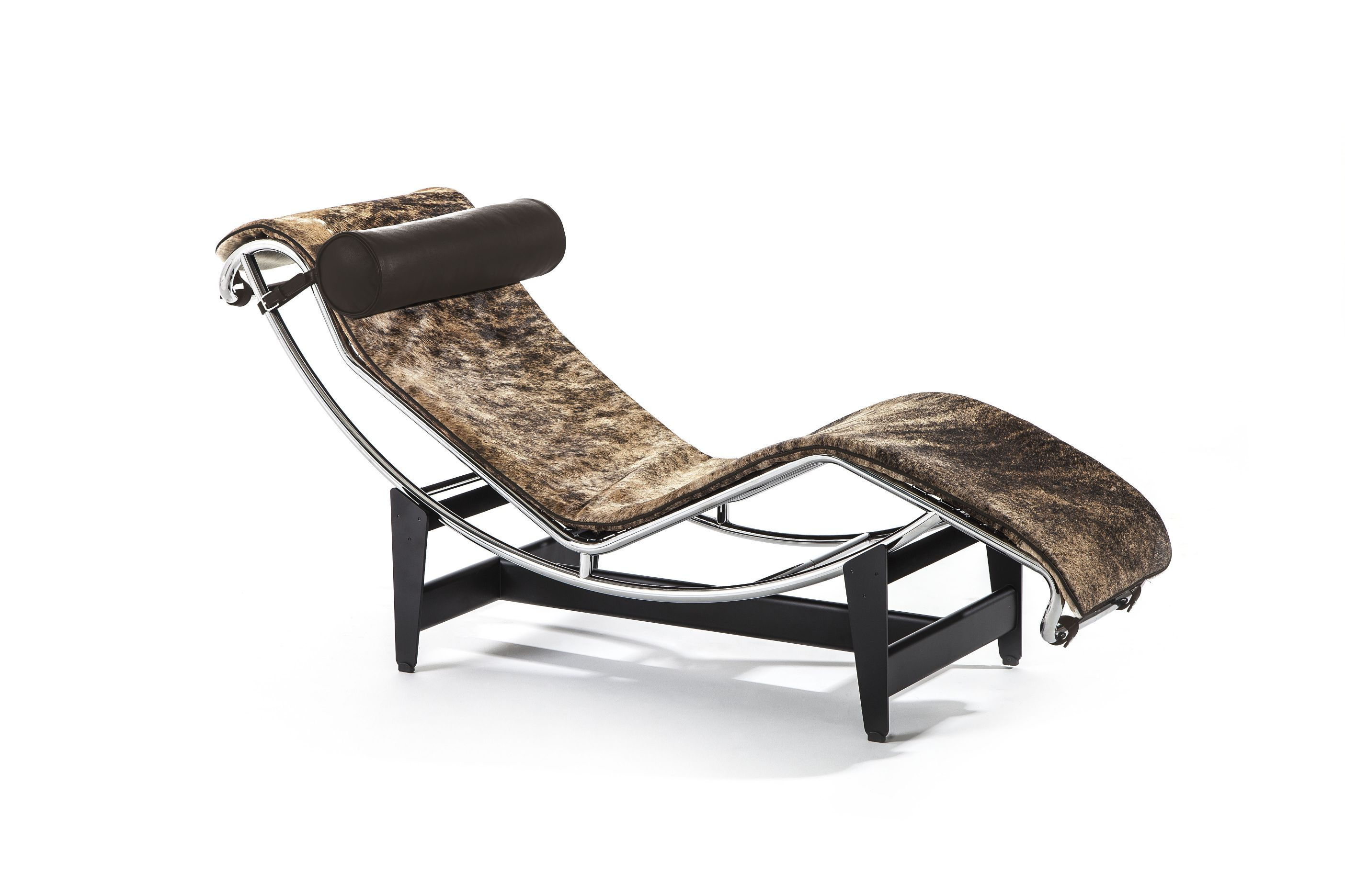 Cassina crafting 90 years of contemporary classics for Chaise longue le corbusier vache