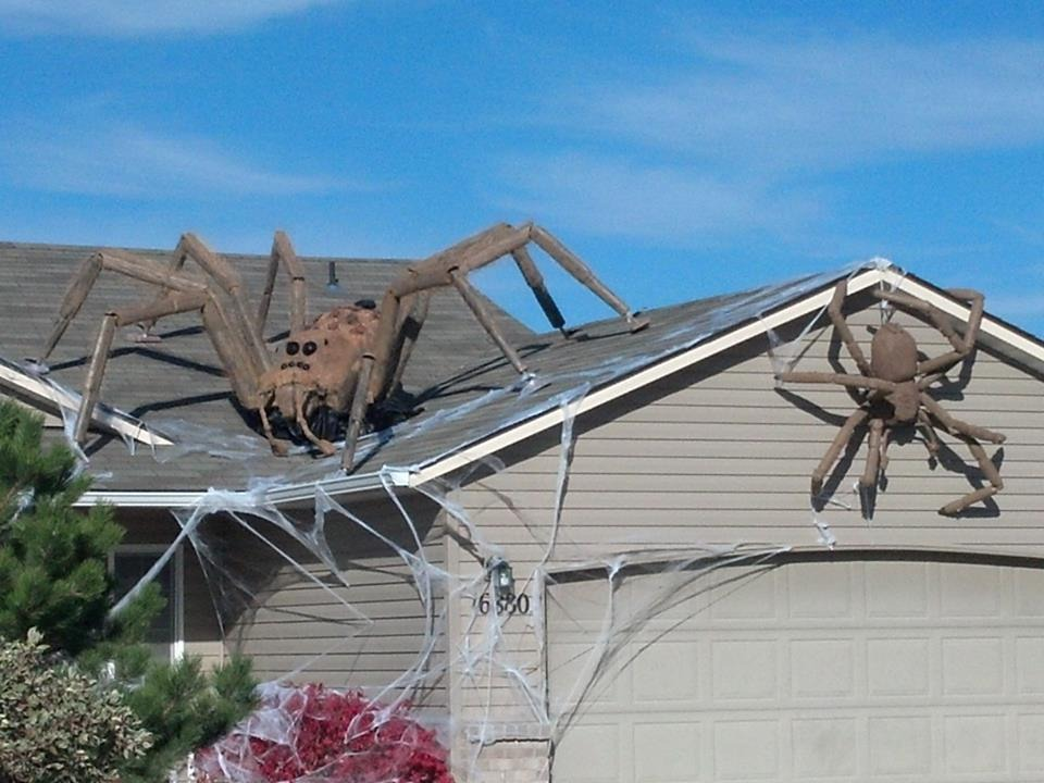 Giant-Spiders-Halloween-Decor