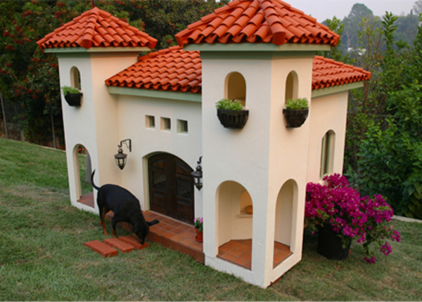celebrity-hacienda-dog-house