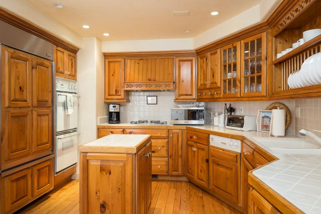 14-26125 Scenic Road-Kitchen