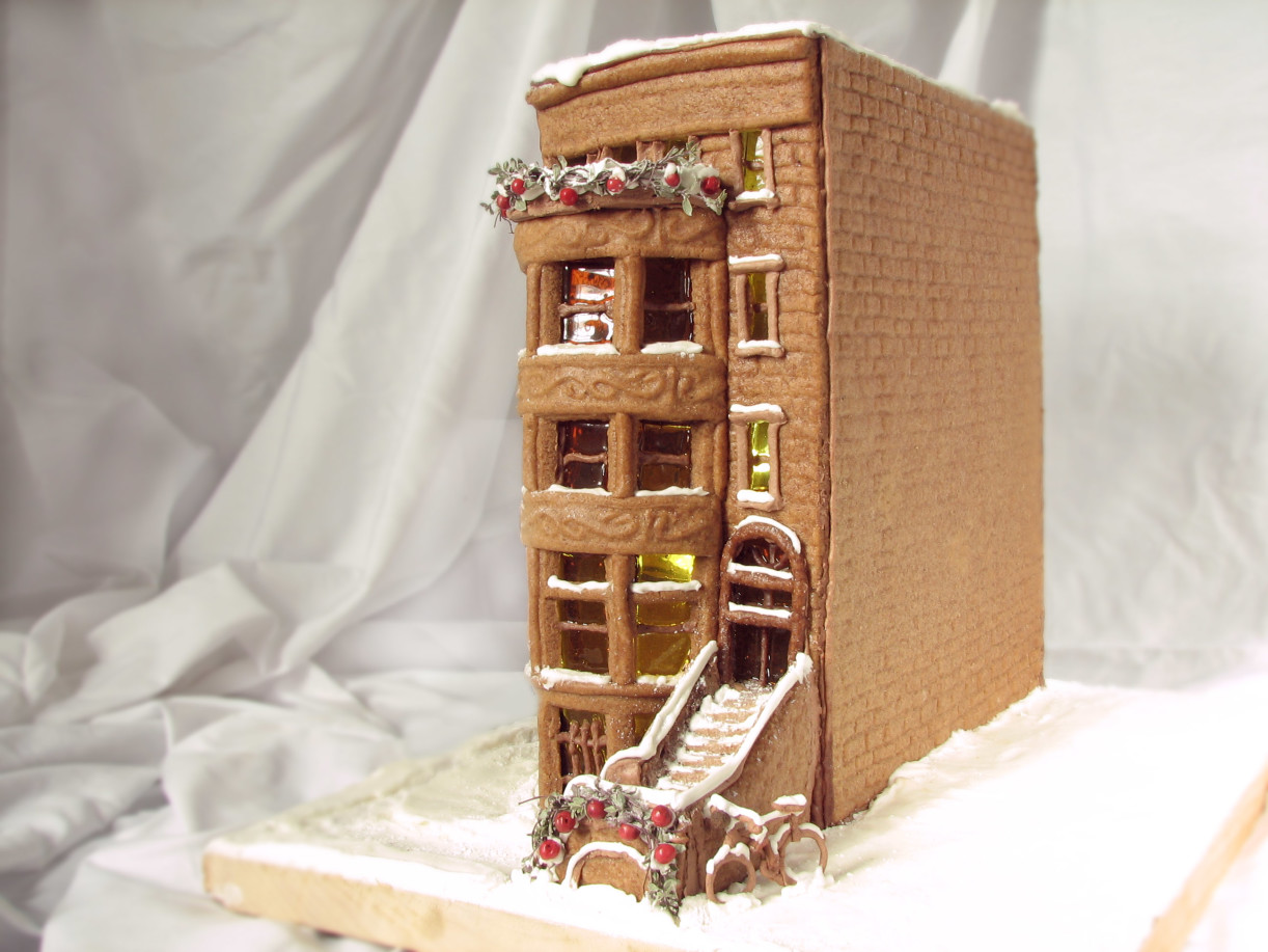 brownstone-gingerbread-house-e1450369577981