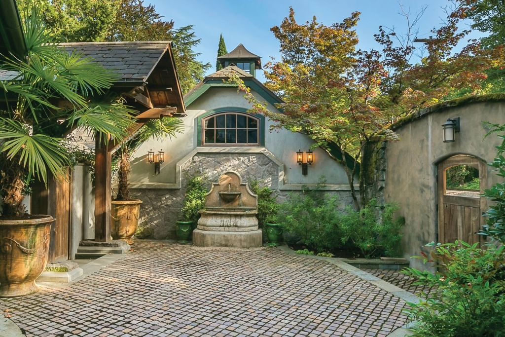 01_Haute-Res-Featured-Listing_Riverwood_preview