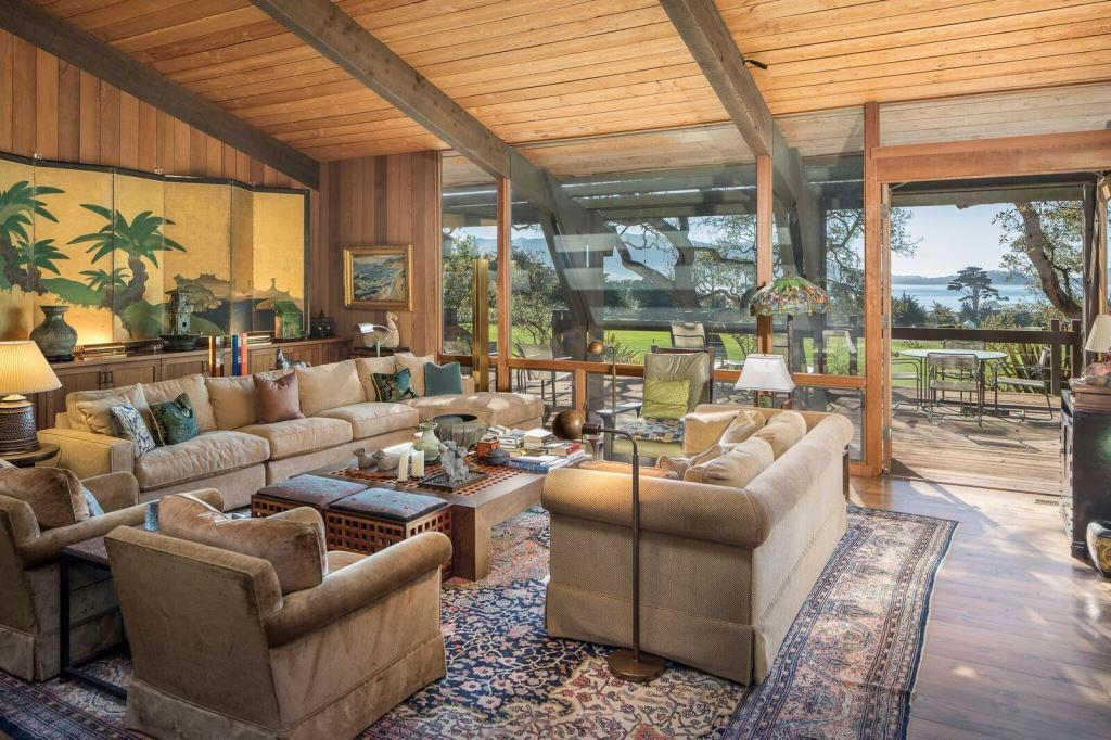 17-3334 17 Mile Dr-Living Room_preview