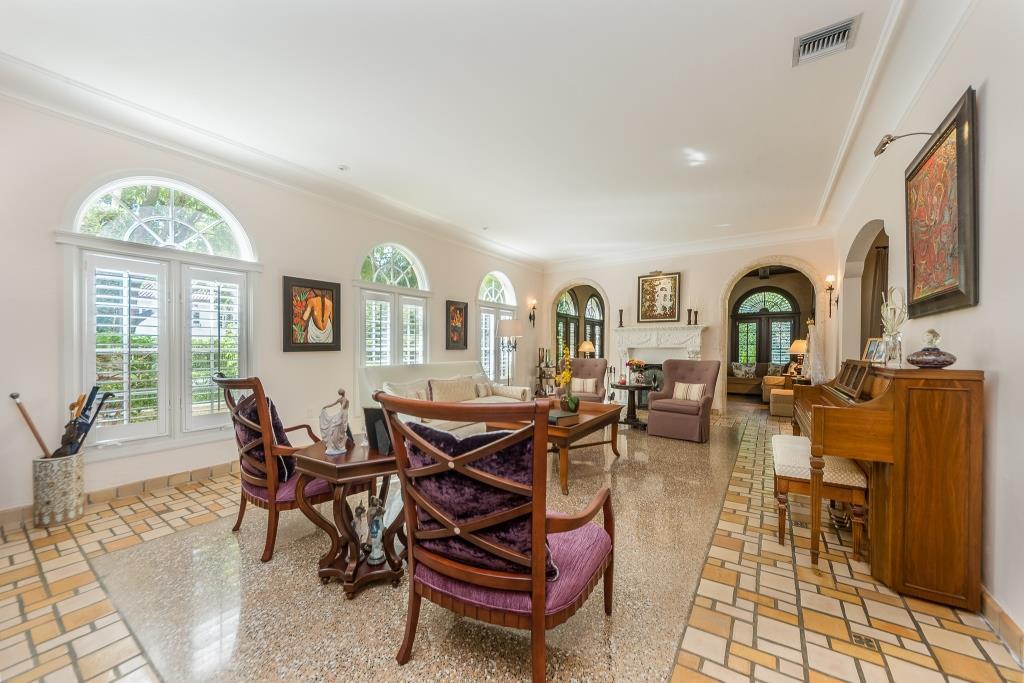 (6) 2508 De Soto_Living Room