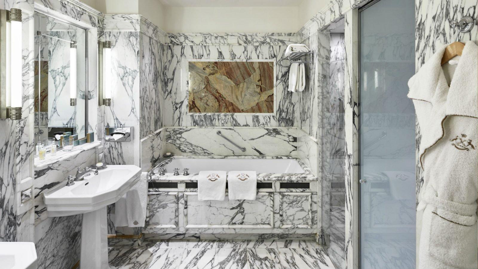 LMP-executive-suite-bathroom-landscape-1600x900