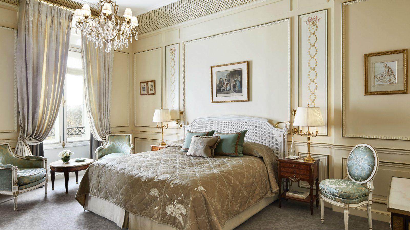LMP-executive-suite-bedroom-landscape-1600x900