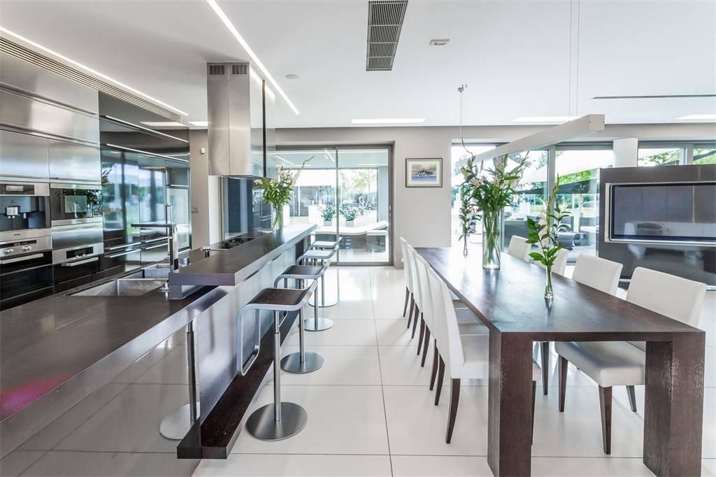 High-Tech Smart Home